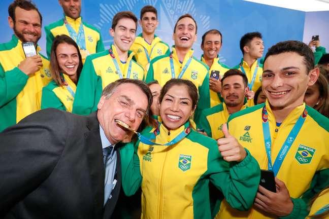 Bolsonaro recebe atletas brasileiros medalhistas no Pan.