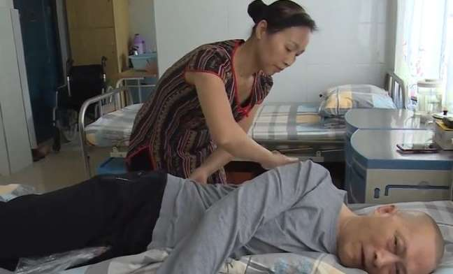Marido acorda do coma de cinco anos e se declara para mulher: 'te amo'