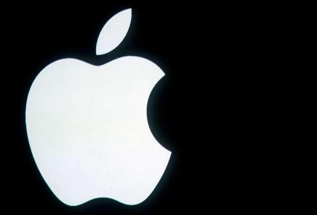 Logotipo da Apple é mostrado nem evento na sede da Apple, na Califórnia. 4/10/2011.  REUTERS/Robert Galbraith