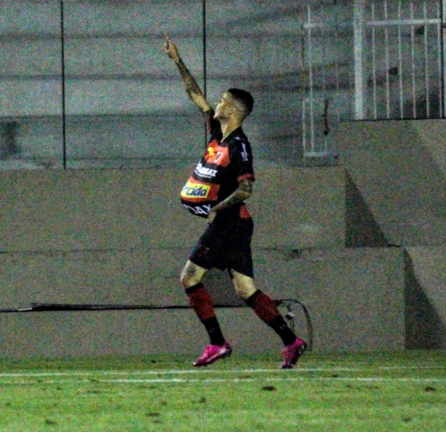 Thiaguinho balançou a rede duas vezes (Foto: Divulgação/Oeste FC)