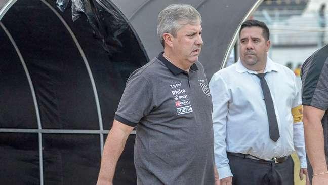 Gilson Kleina é o técnico da Ponte Preta (Foto: Divulgação AAPP)