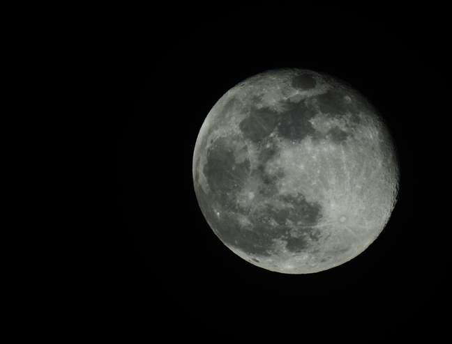 Nesta quinta feira, 17 de setembro, aproximando-se da primavera no hemisfério sul e do outono no hemisfério norte, a Lua começa um novo ciclo, entra na fase Nova em Virgem.