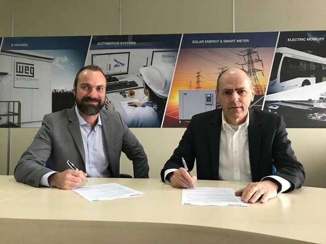 Manfred Peter Johann, diretor superintendente da WEG Automação e Anderson Frederico Dick, diretor geral da FuelTech