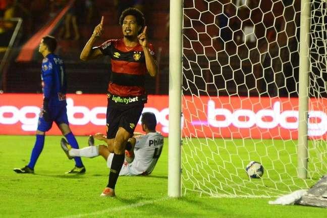 Hernane abriu o placar para o Sport (Foto: Divulgação/Sport)