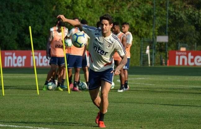 Alexandre Pato treinou com bola primeira vez após duas semanas fora (Foto: Érico Leonan/São Paulo)