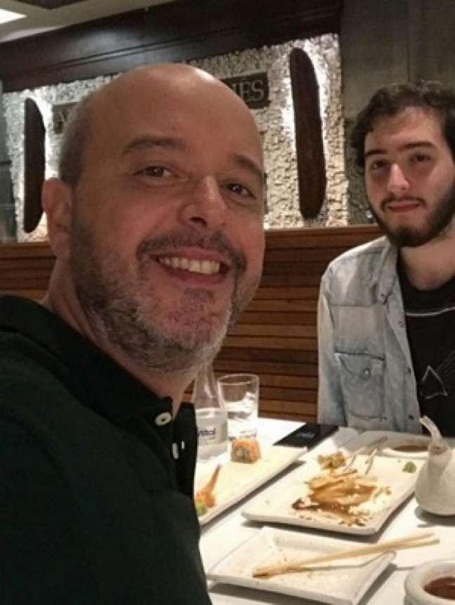 Filho de Alex Escobar faz críticas ao apresentador em sua rede social (Foto: Reprodução)