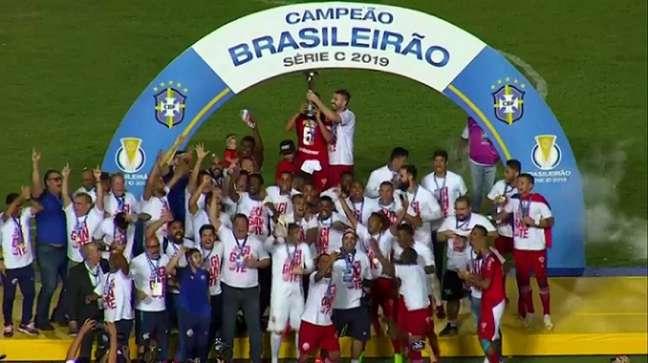 Náutico conquistou a Série C após empate diante doSampaio Corrêa (Foto: Reprodução/DAZN)