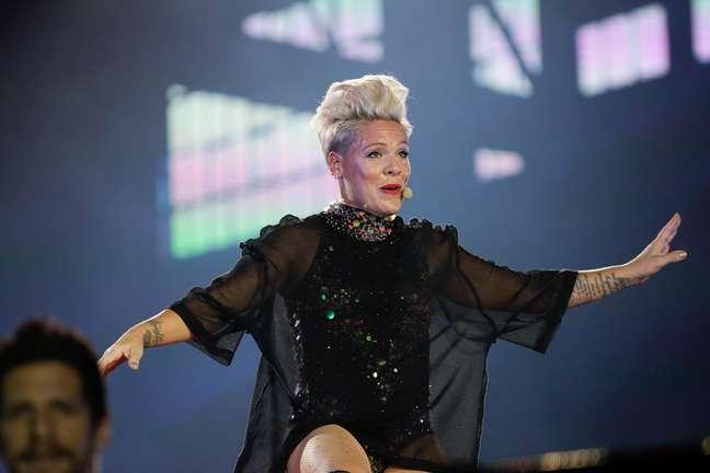 Pink se apresenta para fãs no penúltimo dia do Rock in Rio