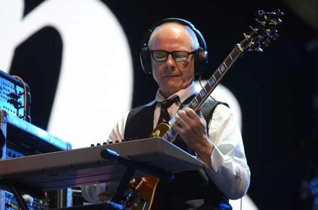 O guitarrista Robert Fripp, do King Crimson, toca no Rock in Rio