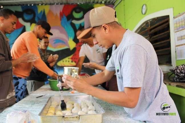 Projeto social Instituto Forte utiliza reciclagem de aparelhos descartados para a manutenção de centro de acolhimento