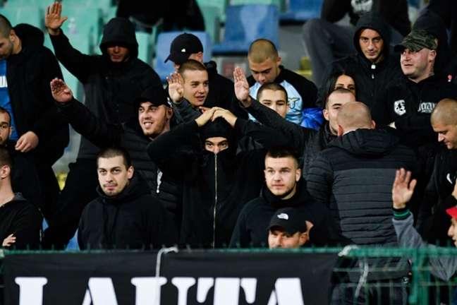 Torcedores búlgaros insultaram os jogadores negros da Inglaterra (Foto: AFP)