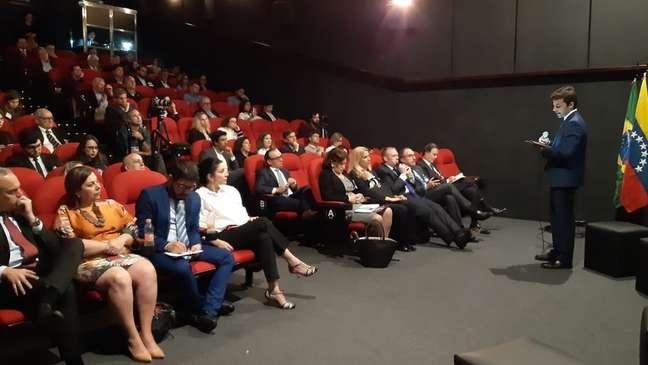 'Estamos fazendo um plano de reestruturação do setor público completo', defenderam aliados de Guaidó em visita a São Paulo