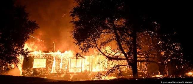 Fogo no Condado de Sonoma começou há quatro dias