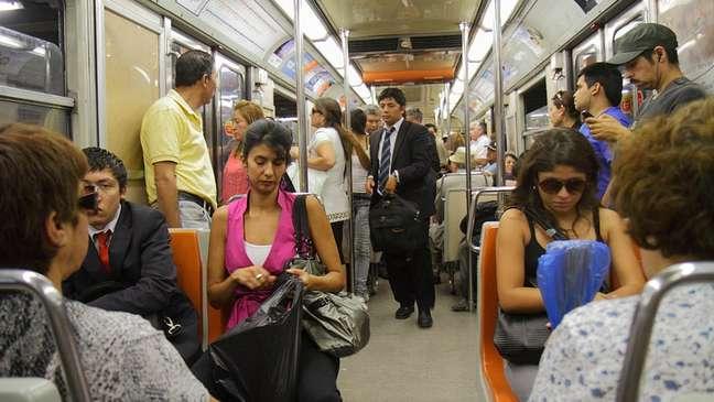 O aumento da tarifa do metrô impulsionou os protestos no Chile