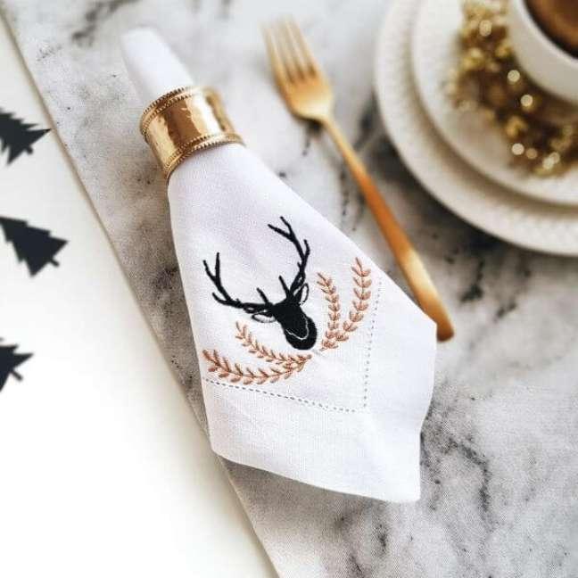 28. Guardanapo de tecido bordado para mesa posta de natal – Por: Labella Mesa