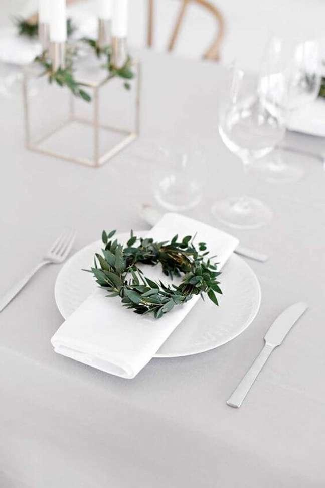 31. Guardanapo de tecido com plantas na mesa simples – Por: Casa da Valentina