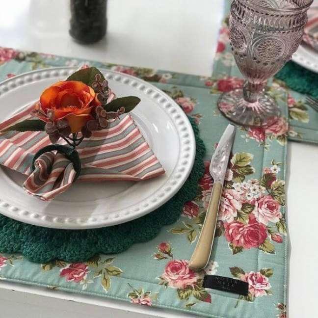 43. Tenha um jogo de guardanapo de tecido em casa para usar em ocasiões especiais – Por: Decor fácil
