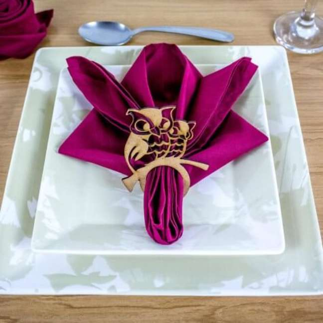 44. Escolha cores lindas para compor a mesa posta, principalmente no guardanapo de tecido – Por: MDecore