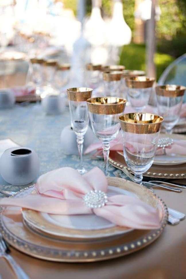 45. Guardanapo de tecido cor de rosa com decoração em dourado – Por: My Desing Chic