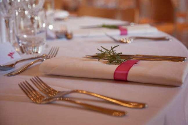 47. Guardanapo de tecido para casamento clássico – Por: Blog meu Casamento