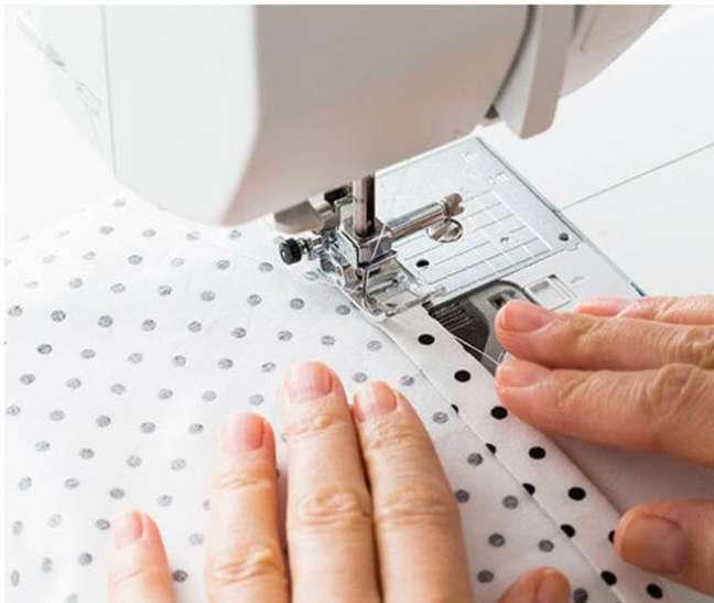 2. Aprenda como fazer guardanapo de tecido para usar em eventos – Por: Revista Artesanato
