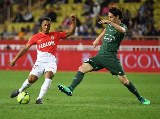 Saint-Etiénne e Monaco se enfrentam neste domingo (Foto: SEBASTIEN SALOM-GOMIS / AFP)
