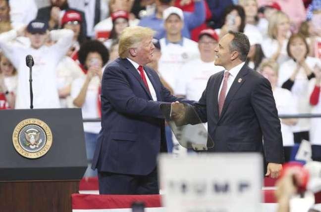 Trump com o ex-governador de Kentucky, Matt Bevin, em comício em Lexington