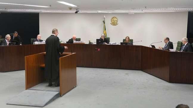 Cristiano Zanin, advogado de Lula, em sessão no STF em que pedia que o ex-presidente aguardasse em liberdade até a conclusão do julgamento do recurso que argumenta a parcialidade de Moro