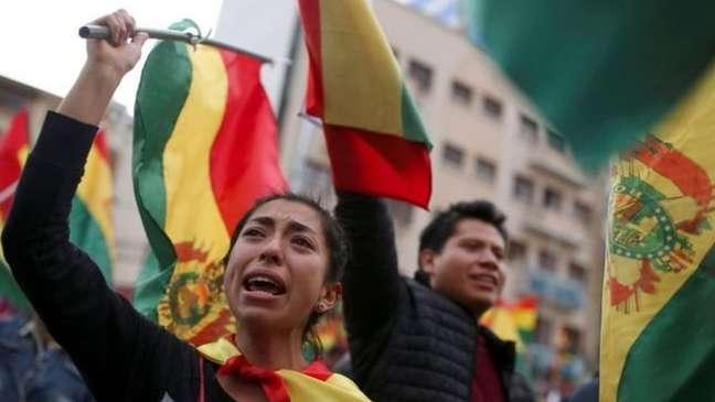 Bolivianos foram às ruas comemorar a renúncia de Morales