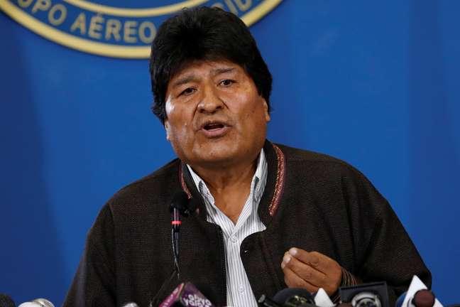Evo Morales renuncia à presidência na Bolívia.