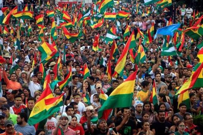 Bolivianos celebram renúncia de Evo Morales em La Paz