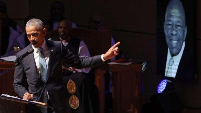 'Ser um homem forte inclui ser gentil. Não há nada de fraqueza na bondade e na compaixão', disse Obama