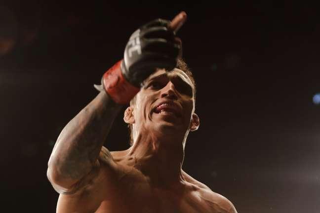 Charles 'Do Bronx' salva noite brasileira no UFC e elege novo alvo: Conor McGregor