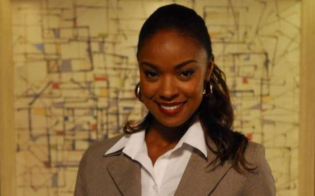 Cris Vianna como a delegada Tita Bicalho em 'Tempos Modernos' (2010).