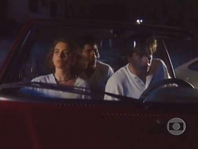 Cena demonstra racismo em blitz na novela 'Pátria Minha' (1994). Na imagem,Cláudia Abreu (Alice), Alexandre Moreno (Kennedy) e Fabio Assunção (Rodrigo).