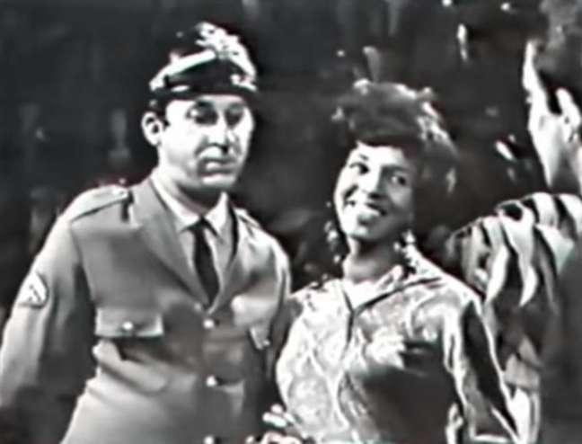 Maria Clara (Jacyra Silva) e o bombeiro Honório Severino (Marcos Plonka) emAntonio Maria, de 1968.