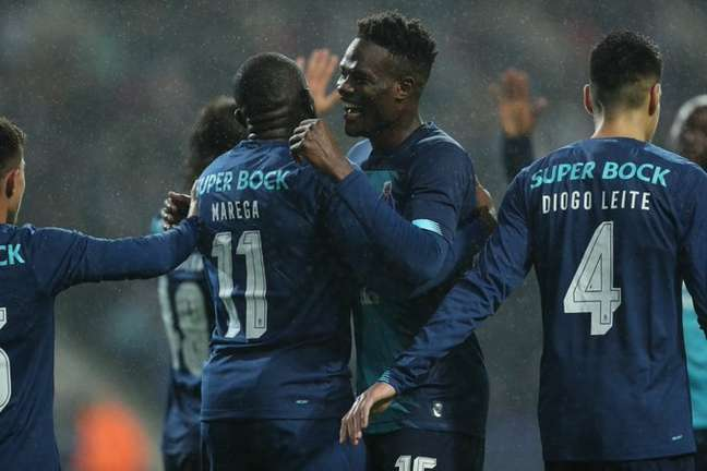 Jogadores do Porto comemoram a goleada em casa (Foto: Divulgação/PFC)