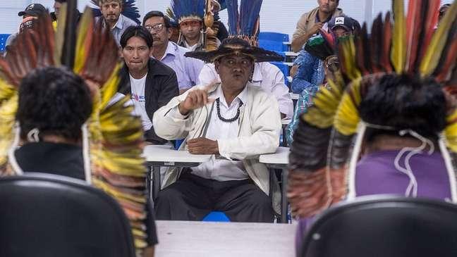 Lideranças indígenas Terena e Kadiwéu em reunião com a Funai em 2017; Kadiwéu são considerados versados na arte da guerra e acostumados a fazer acordos com não indígenas