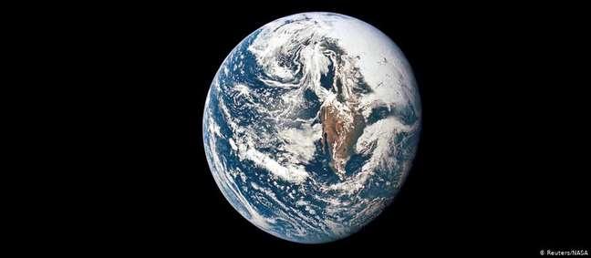 Estima-se que a população mundial cresça a uma taxa de 156 por minuto