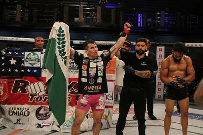 Ronys Torres conquistou grande vitória na luta principal do Shooto Brasil 99 (Foto: Marcell Fagundes)