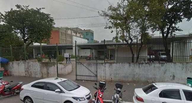 Rapaz que tentou socorrer o garoto ficou ferido e foi socorrido ao Pronto Socorro do Hospital Municipal Doutor Arthur Ribeiro de Saboya.