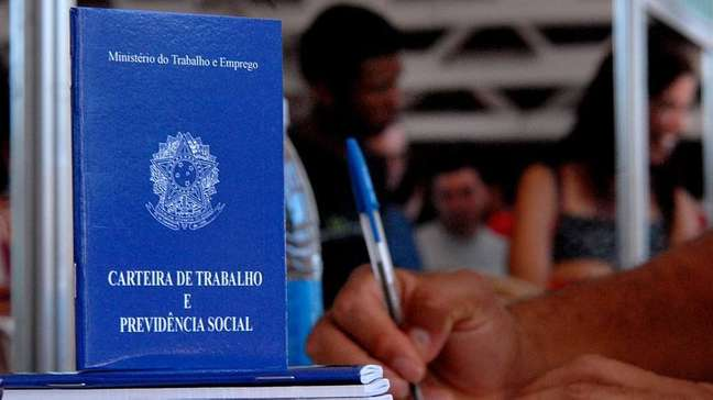 Segundo dados do IBGE, total de desempregados no Brasil em novembro erade 11.863 milhões de pessoas