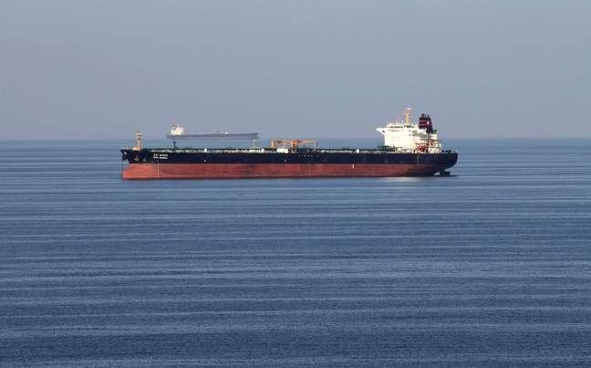 Navio-tanque passa pelo Estreiro de Ormuz 21/12/2019 REUTERS/Hamad I Mohammed