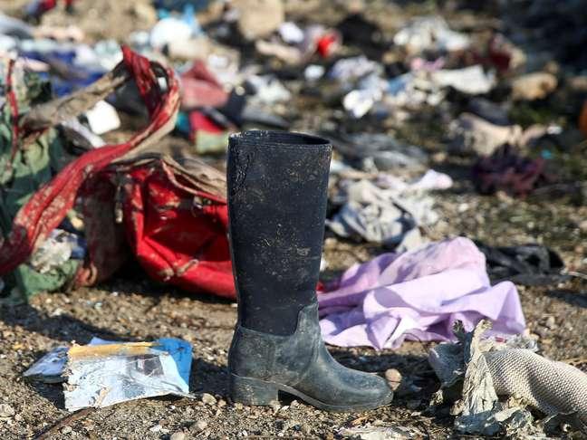 Pertences de passageiros após queda de avião nos arredores de Teerã 08/01/2020 Nazanin Tabatabaee/WANA (West Asia News Agency) via REUTERS