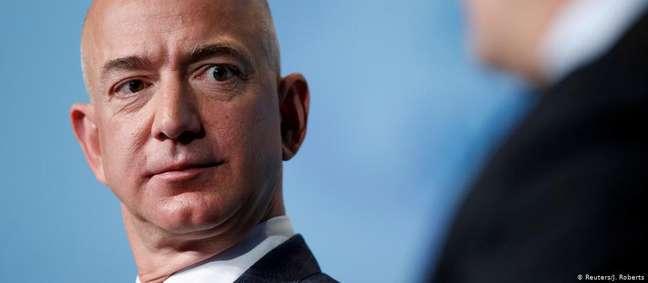 """Um dos homens mais ricos do planeta, Jeff Bezos é dono da Amazon e do """"Washington Post"""""""