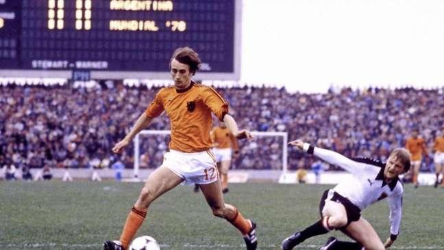 Rensenbrink na Copa do Mundo de 1978, vencida pela Argentina, sobre a Holanda (Foto: Reprodução / Twitter)