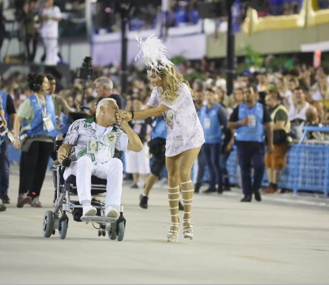 Grazi Massafera e Antonio Fagundes brilham em cena de Carnaval