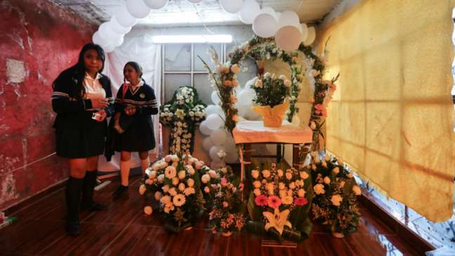 Vizinhos preparam funeral de Fátima