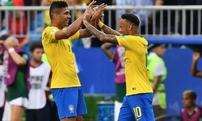 Neymar e Casemiro são titulares na Seleção (Foto: AFP PHOTO / Fabrice COFFRINI)