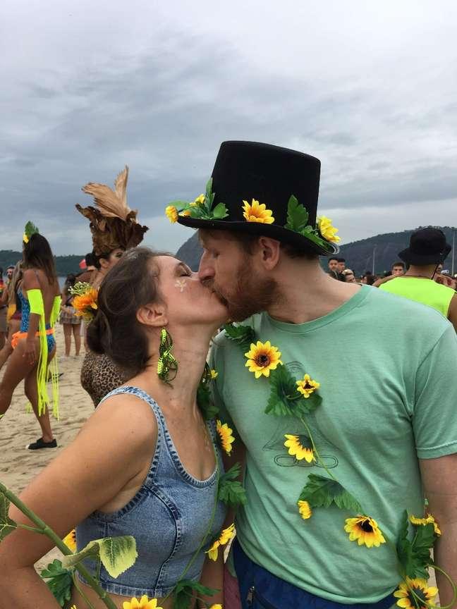 Letícia e Myles passam o primeiro Carnaval juntos no Rio